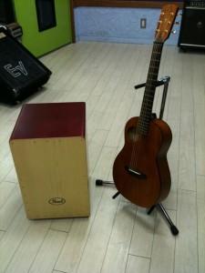 カホンとギター