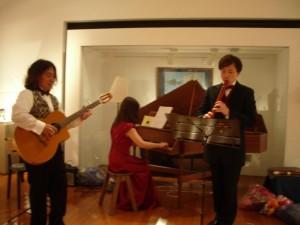 2012年10月・樹下美術館での演奏の様子